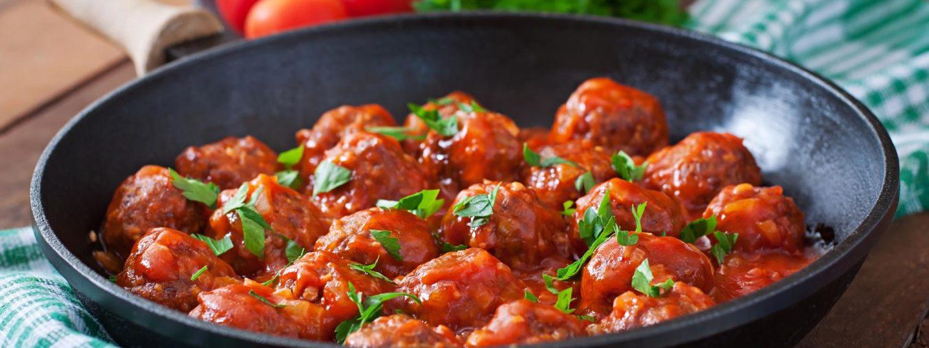 Chifteluțe în sos de roșii si ceapa