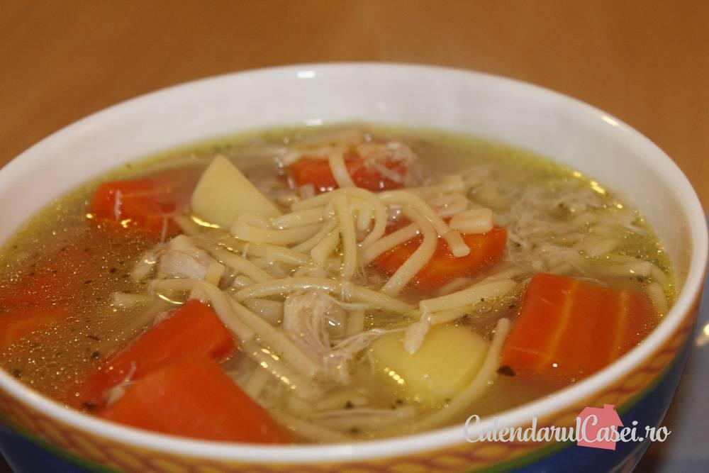 Supă de pui cu tăiței de casă!
