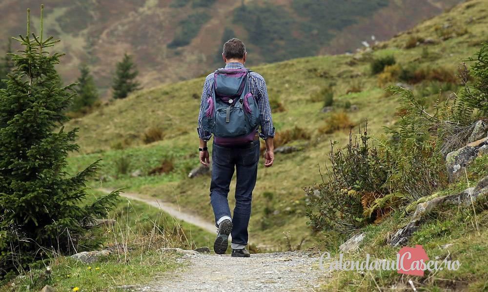 7 beneficii pentru a-ți începe săptămâna cu o plimbare în natură
